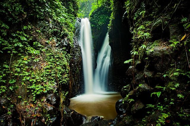 waterfall-1514142_640